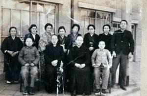 呉教会主任司祭真田神父を迎えて堅信式(1945年)